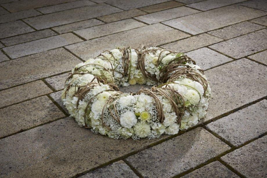funeral wreath by Klaus Wagener BLOOMs