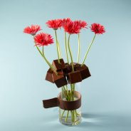 Robust cube bouquet with mini Gerbera