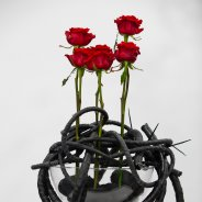 flower arrangement with Red Eagle roses from Arend Roses  - photo Nils van Houts