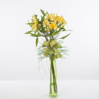 Fun spring bouquet with Alstroemeria