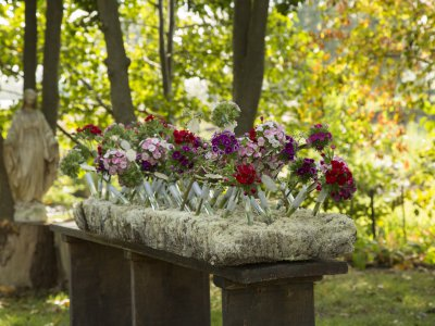 Funeral flower arrangement with Breanthus