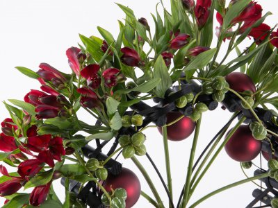 Fan-shaped Alstroemeria Christmas bouquet