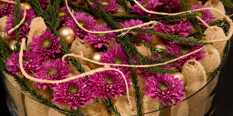 Christmas flower arrangement with Romance Purple