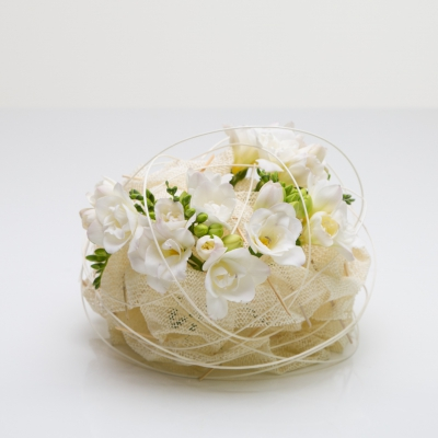 Soft knot - Floral design with white Freesia