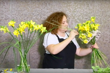Freesia flower arrangement ideas